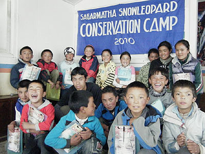 Nepali studentsin environmental camp