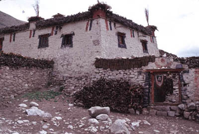 Milarepa House: Milarepa is said to have meditated in this house, and some believe that the Great Cave of Conquering<br />Demons lies in the mountains above the village.